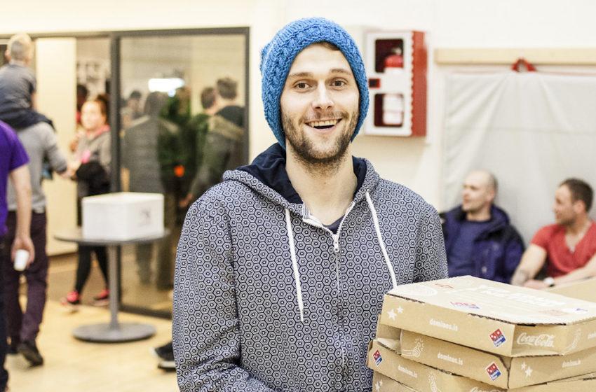 Ingvi skoraði frá miðju og fékk ársbirgðir af pizzum