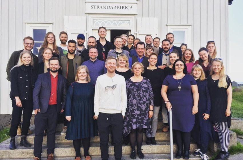 Fallegt lag Ólafs Arnalds og Kammerkórsins í Strandarkirkju – myndband